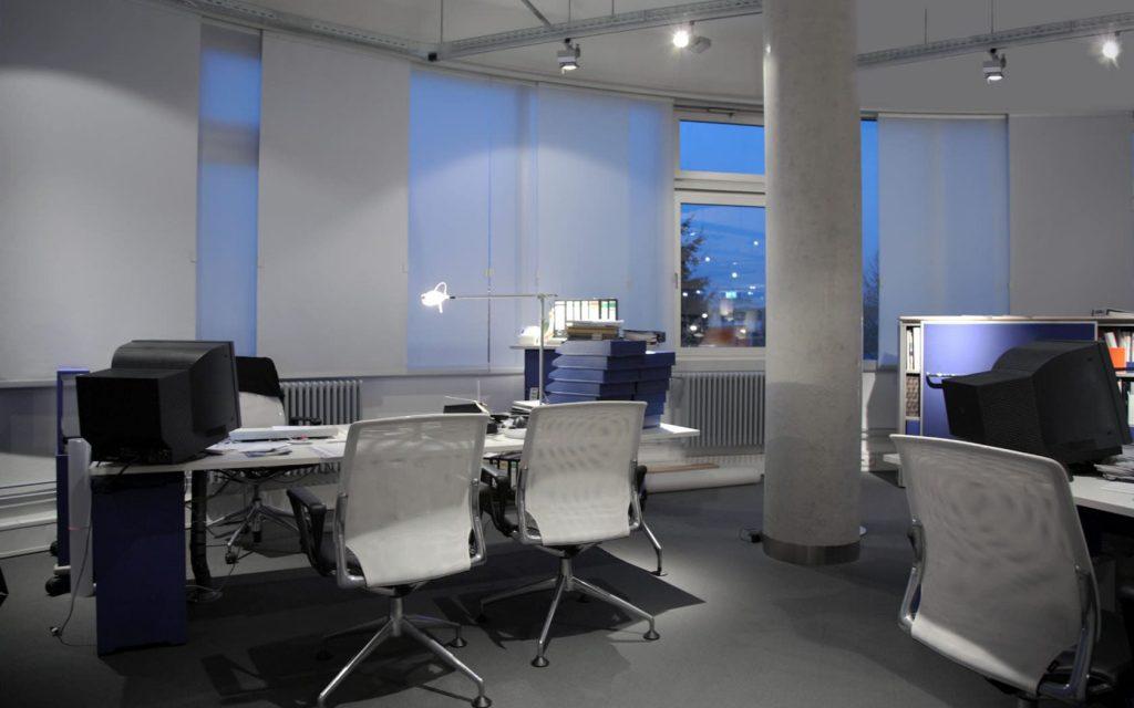 oficinas con persianas enrollables en merida beneficios